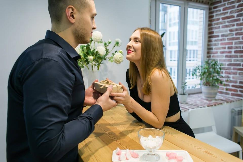 Поздравьте близких с 23 февраля и 8 марта через «Комсомолку»