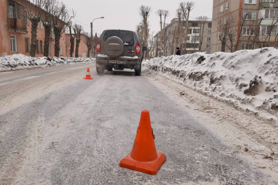 Школьник решил перебежать дорогу вне пешеходного перехода Фото: ГИБДД по Красноярскому краю