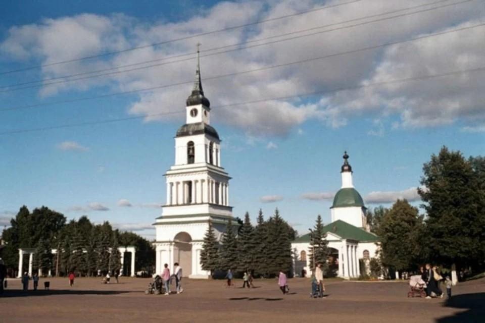 Колокольня собора Спаса Преображения построена в 1822 году. Фото: kirovreg.ru