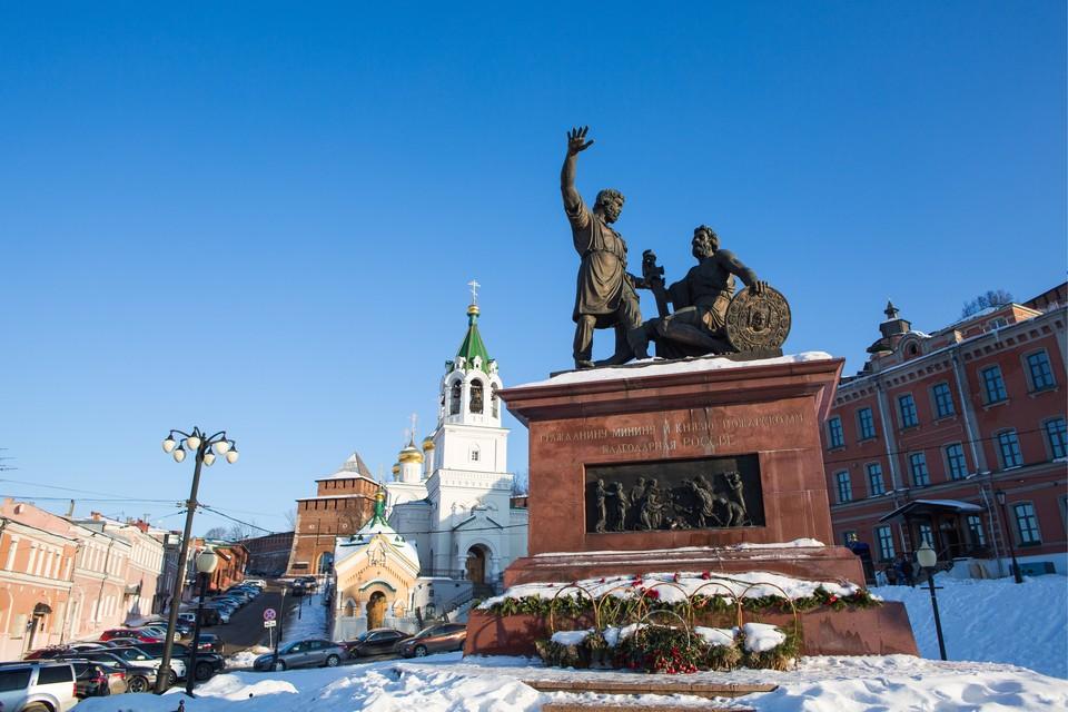 Памятник Минину и Пожарскому на площади Народного единства в Нижнем Новгороде. Фото: Михаил Солунин/ТАСС