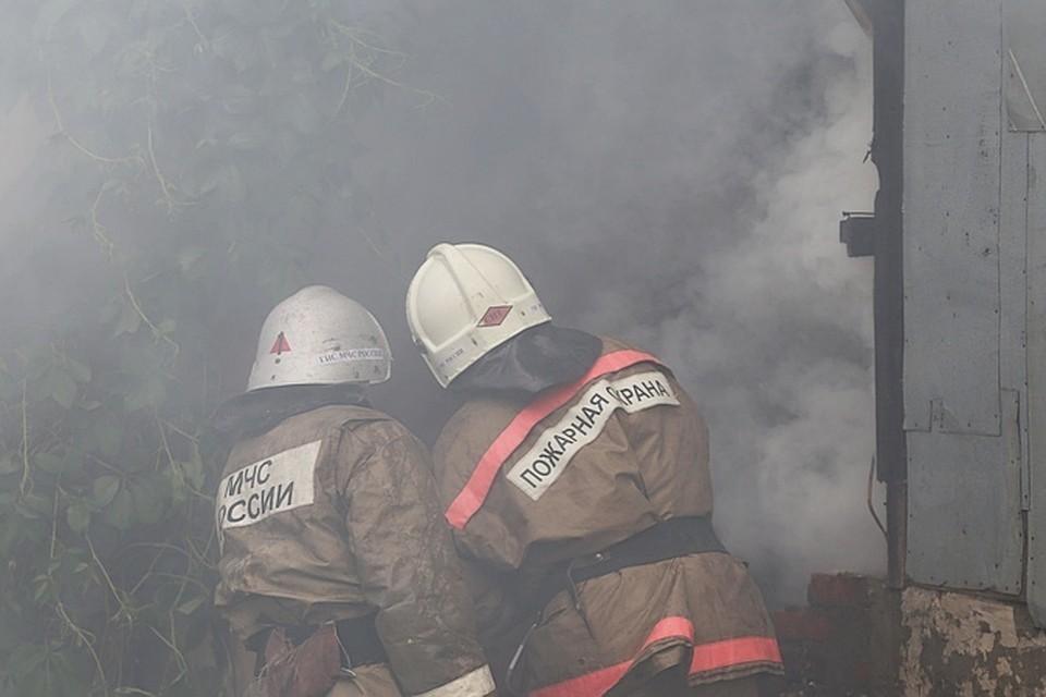 Загорелся жилой дом на улице Волховская