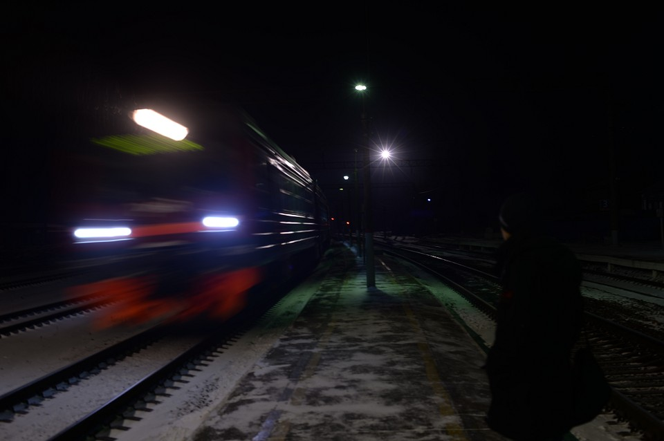 """Поезд успел затормозить и мужчина остался жив. Фото: Архив """"КП"""""""