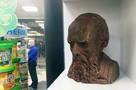 Сталина бери, век воли не видать: в Московском доме книги продают головы известных людей