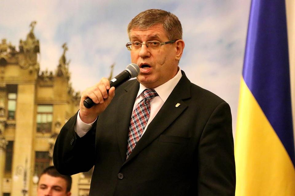 Экс-депутат украинской националистической партии «Свободы» Олег Гелевей, с ножом в руках бросился отстаивать закон «Об обеспечении госязыка».