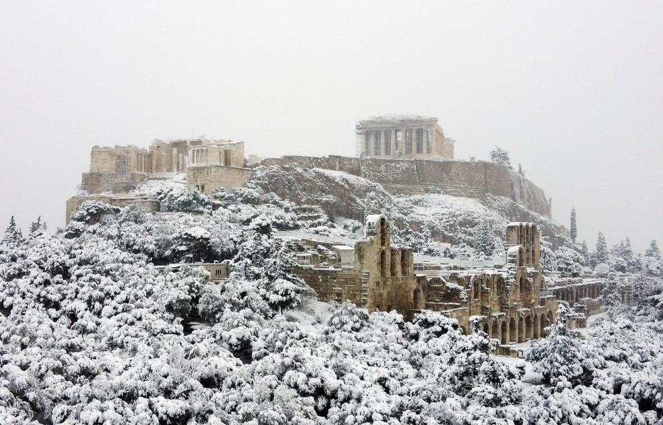 Парфенон в снегу: Грецию накрыл сильный снегопад