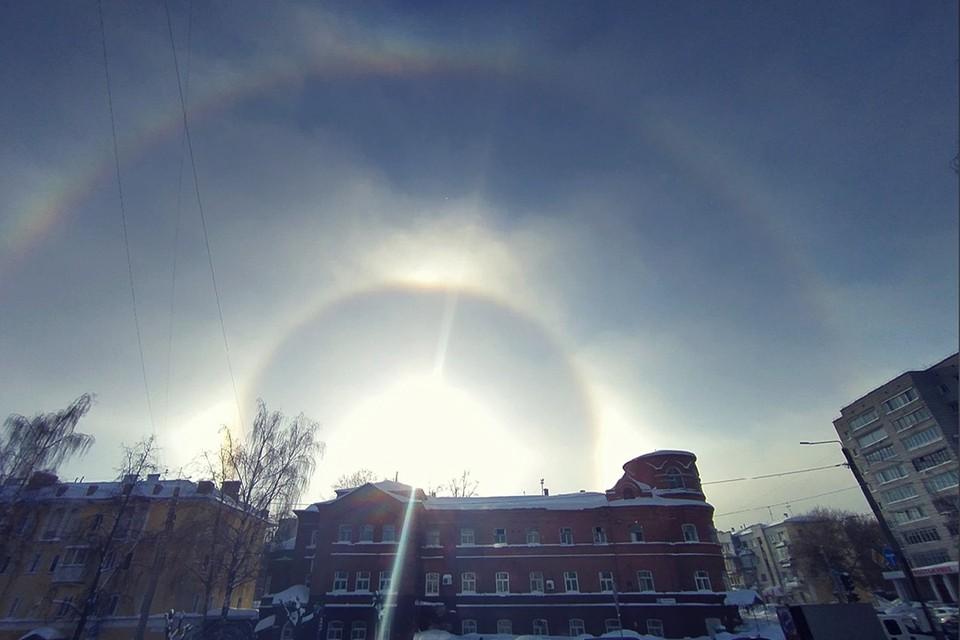 Сложное гало над Кировом заметили 9 и 15 февраля. Фото: Екатерина КОНЕВА