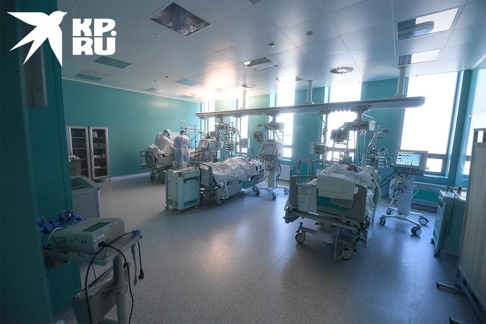 В реанимации остаются более сотни пациентов.