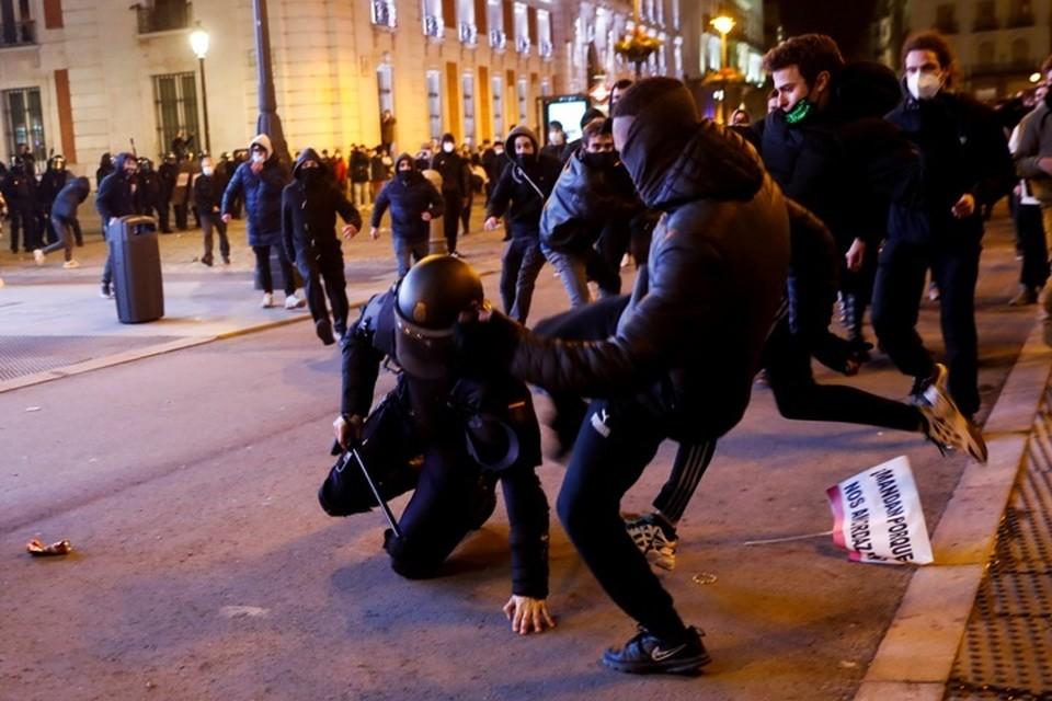 Акции протеста в Испании снова переросли в беспорядки и стычки с полицией