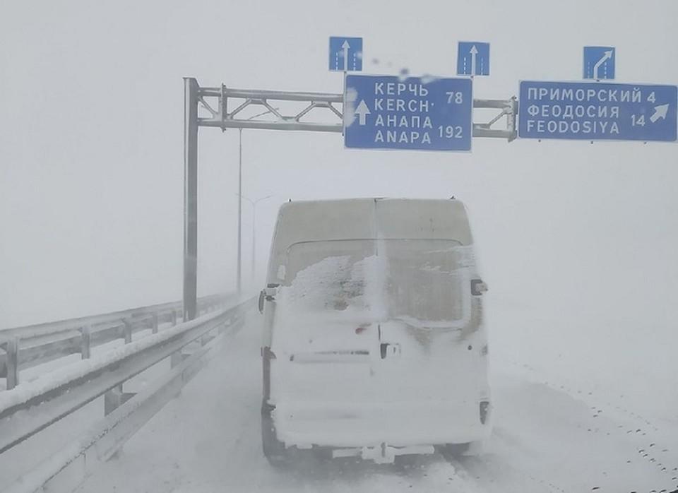 Водители стоят в пробке около Керчи уже 18 часов Фото: Автопартнер Крым Севастополь ДТП/VK