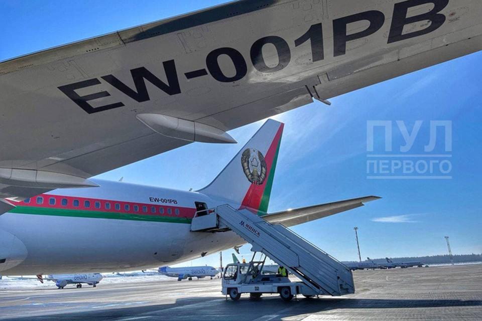 """Фотографию президентского Boeing-767, готового к вылету, опубликовал Telegram-канал """"Пул Первого""""."""