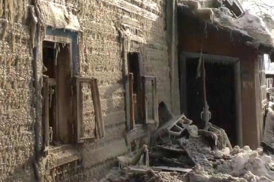 19 февраля в деревянном жилом доме по адресу: ул. Бородулина, 38 произошел крупный пожар. Фото: admkirov.ru