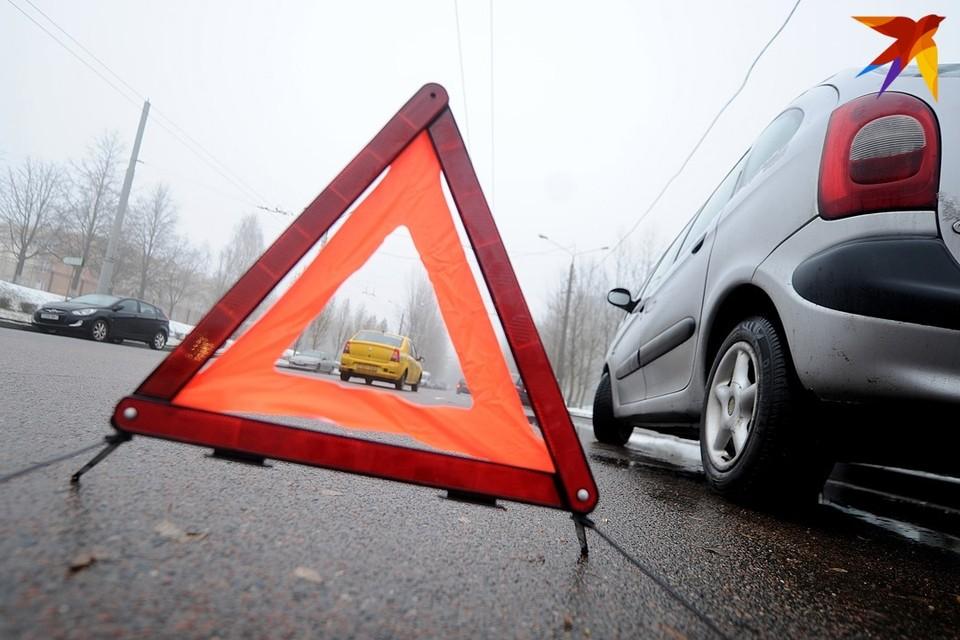 В Минске на Городецкой ребенок выбежал на красный свет, его сбила машина.