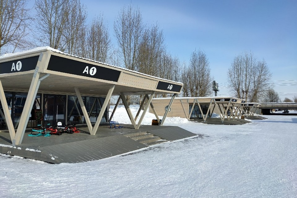 В Красноярске на острове Татышев открылся павильон проката лыж. Фото: пресс-служба администрации города