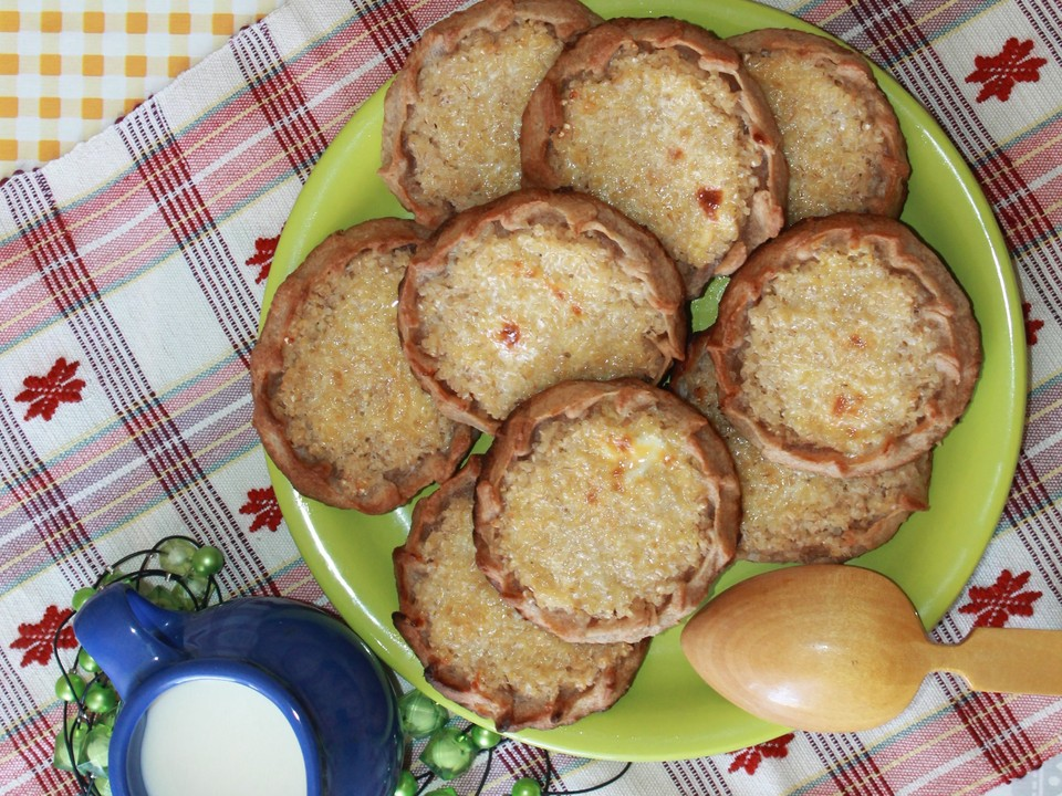 Фирменными блюдами национальной коми кухни по сей день называют шаньги – открытые пирожки, которые готовятся из ржаного теста с добавлением большого количества начинки (крупяной или картофельной).