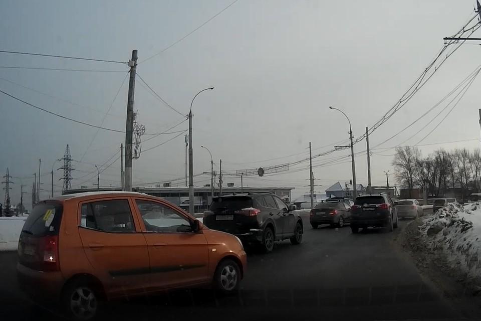 В Липецке у памятника Танкистам пробка: столкнулись Тойота и Хендай