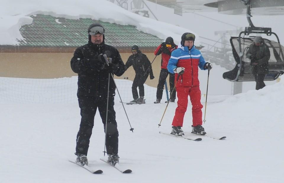 После деловой встречи в Сочи президенты отправились на горнолыжный склон.