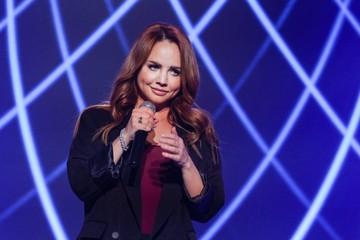 Певица МакSим вышла на сцену после болезни и шокировала публику внешним видом