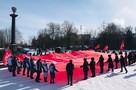 В Брянске развернули огромное Знамя Победы