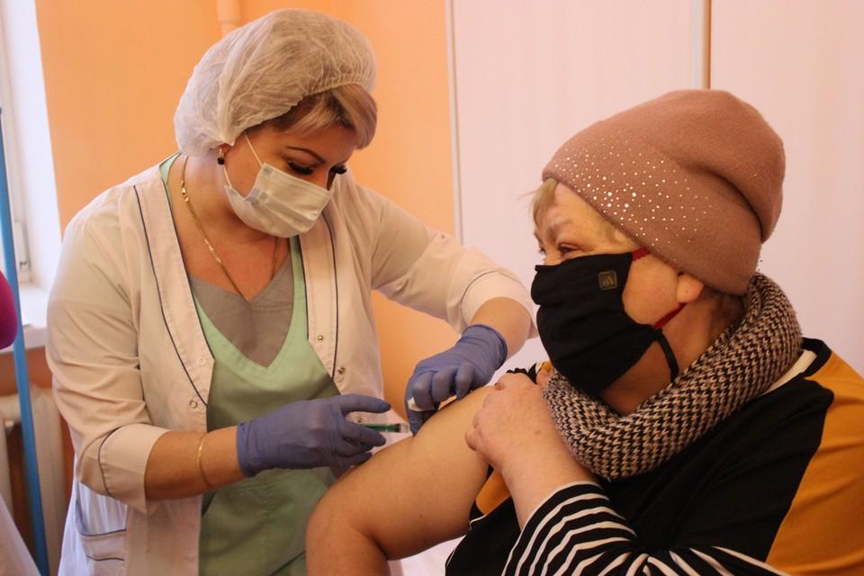 Записаться на вакцинацию все желающие могут на официальном сайте Минздрава или в прививочных пунктах