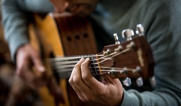 Как научиться играть на гитаре с нуля: видеоинструкция с советами экспертов