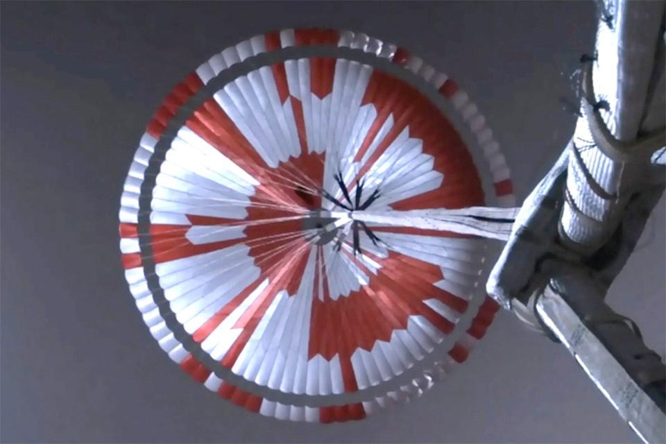 Любители расшифровали тайную надпись на парашюте марсохода Perseverance