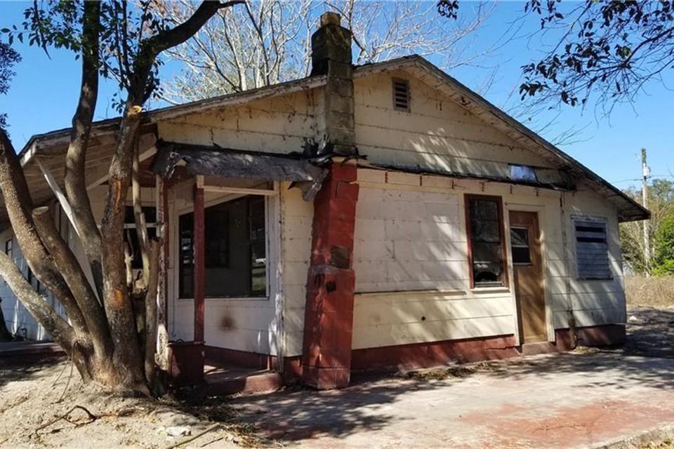 Риэлтор честно описала состояние дома: «Это худший дом во всей округе». Фото: realtor.com