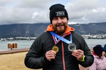 Житель Геленджика установил рекорд России по заплыву в зимнем море
