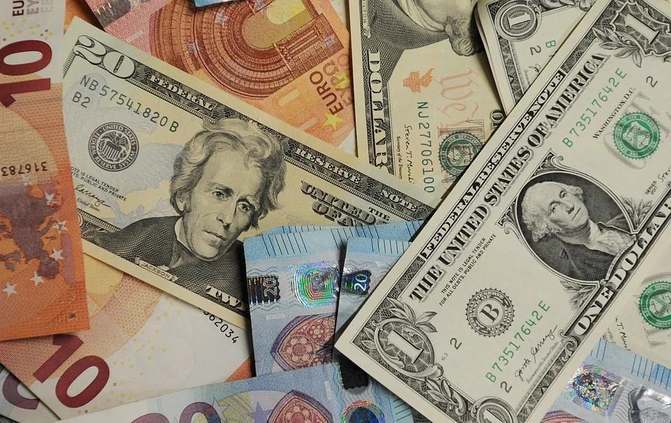Аналитик назвал лучшую валюту для сбережений на весну 2021 года