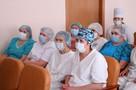 Сотрудники детской больницы им. Н.Ф. Филатова получили продуктовые наборы и цветы
