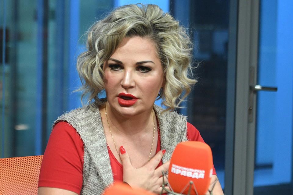 """Мария Максакова в студии Радио """"Комсомольская правда""""."""