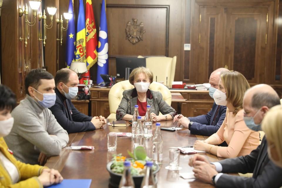 Зинаида Гречаный созвала сегодня, 1 марта, членов временно исполняющего обязанности правительства для обсуждения данного вопроса (aif.md).