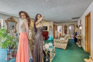 В Калифорнии продают дом, полный манекенов