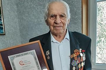 «В 100 лет катает подружек»: ветеран из Геленджика попал в книгу рекордов как самый пожилой водитель