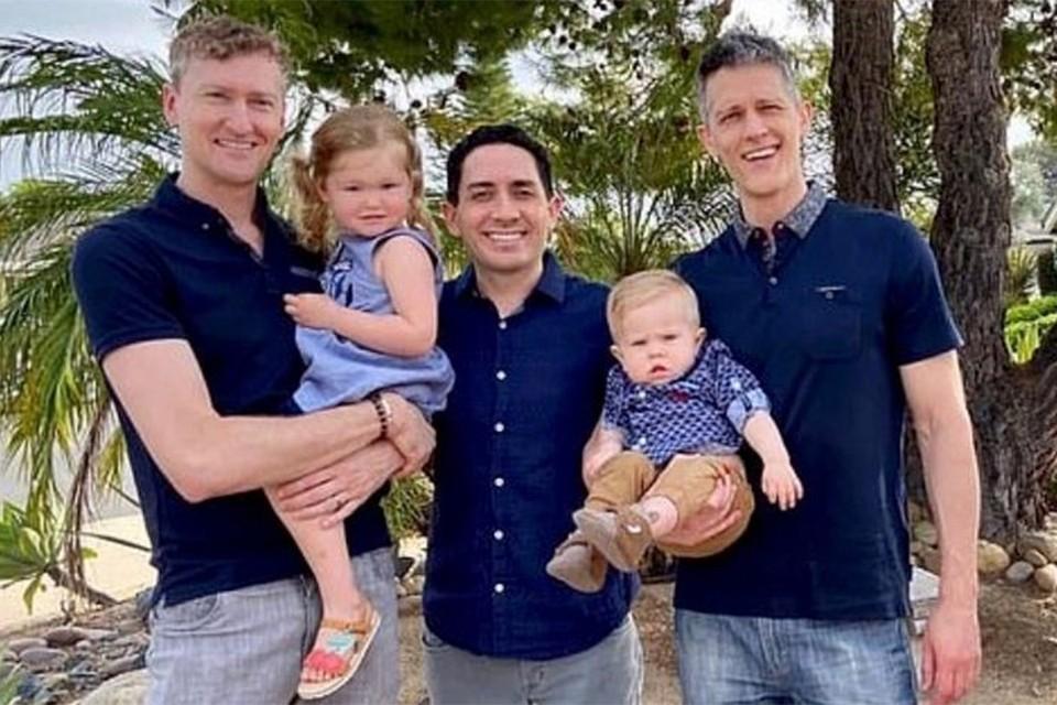 Трое геев воспитывают двоих малышей: трехлетнюю Пайпер и годовалого Паркера.