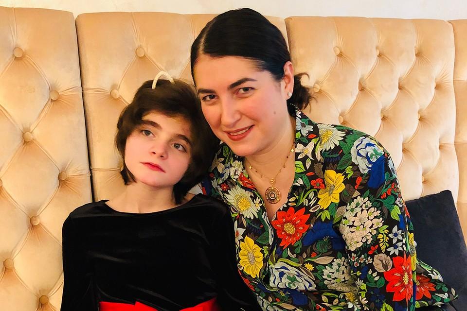 Мария Иванова Сурае с дочкой.