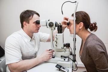 Врач рассказал, как коронавирус повлиял на зрение и можно ли вылечить глаукому