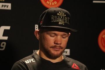 Петр Ян лишился титула чемпиона UFC после дисквалификации в бою со Стерлингом