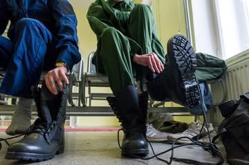 Военкомат Ленобласти поздравил женщин с 8 марта и предложил «сдавать» бывших парней в армию