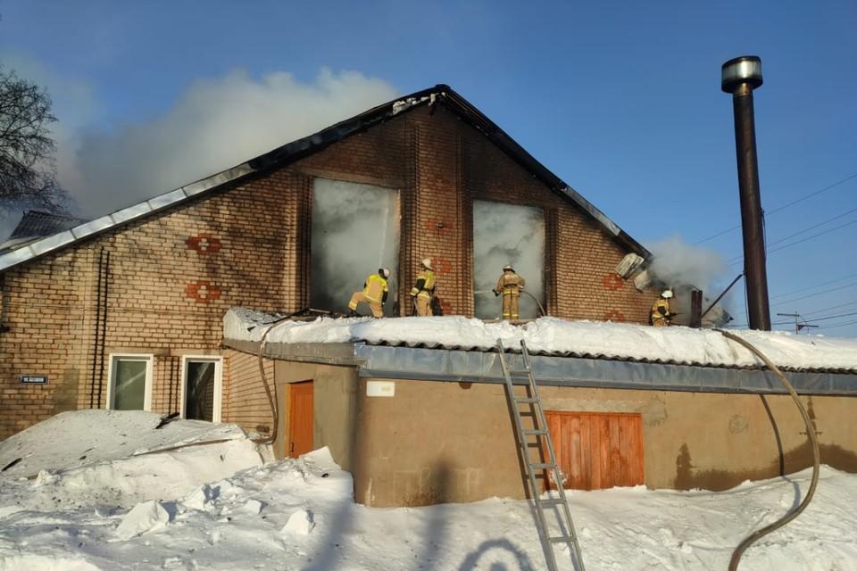 Предварительной информации о причинах пожара пока не поступило. Фото: 43.mchs.gov.ru
