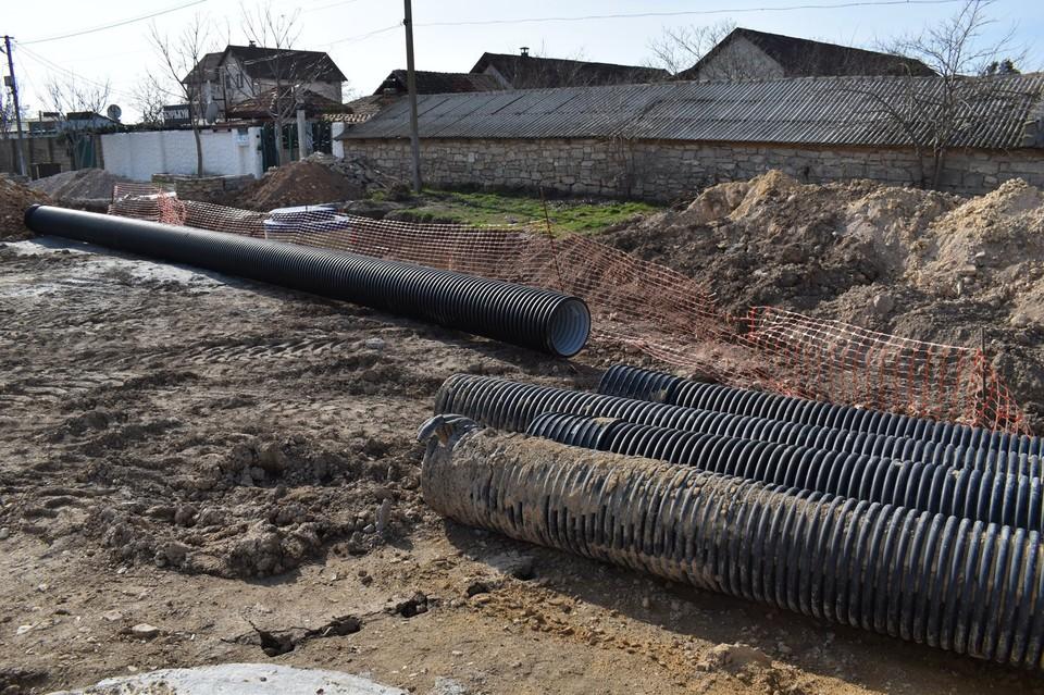Из-за прокладки сетей пришлось отложить ремонт дорог. Фото: Минстрой РК