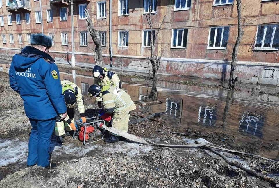 В Усольском районе талые воды подтопили подвалы жилых домов