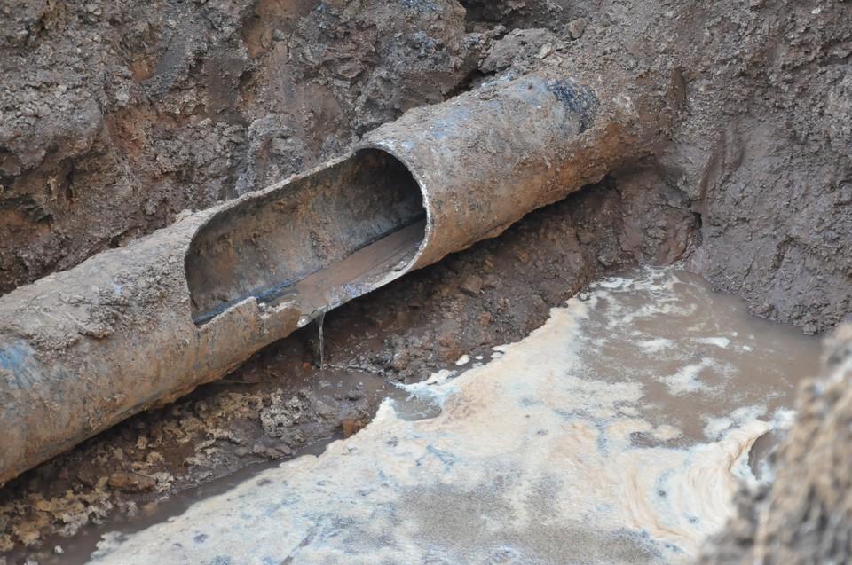 Четыре дома на улице Коммунаров в Ижевске остались без холодной воды из-за порыва