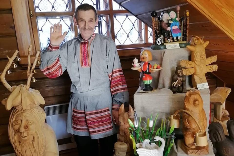 Игорь Перевалов с поделками. Фото: личный архив Игоря Перевалова