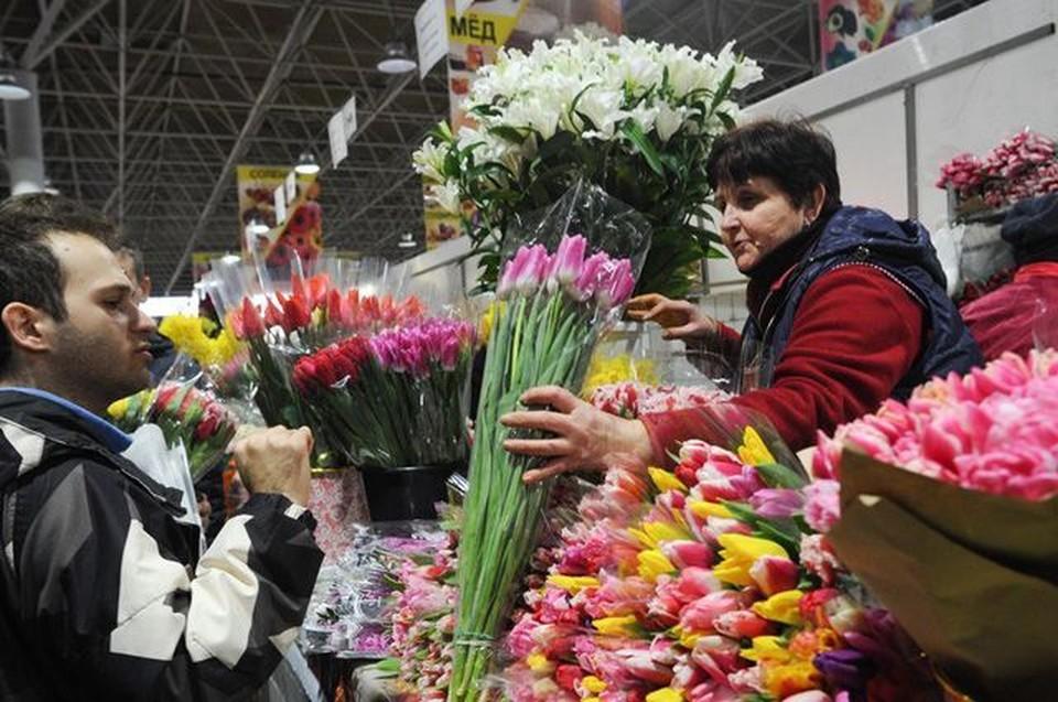 Продавцы цветов в Кишиневе умоляют увеличить их график работы