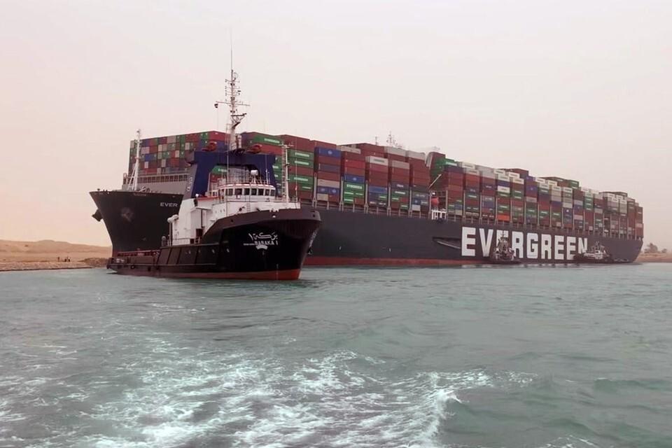 К России не обращались за помощью в разблокировке Суэцкого канала