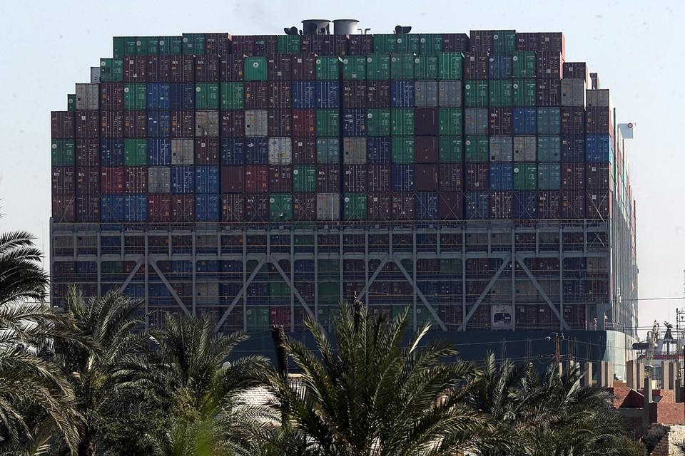 Навигация на канале, на который приходится 12 % мировой торговли, закрыта