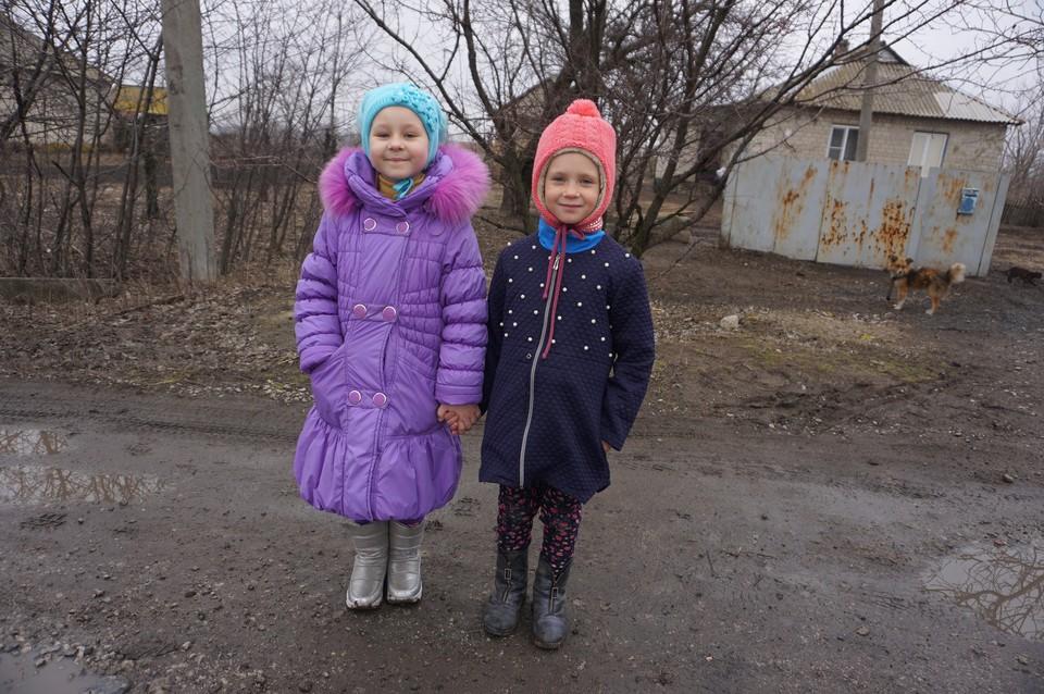 Маленькие жительницы прифронтового Сигнального умеют различать калибры и знают, как нужно падать во время обстрела