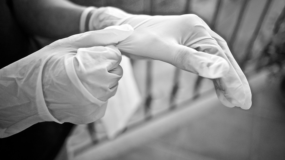 В Казахстане ежедневное количество больных коронавирусом продолжает оставаться на уровне более 1000 человек