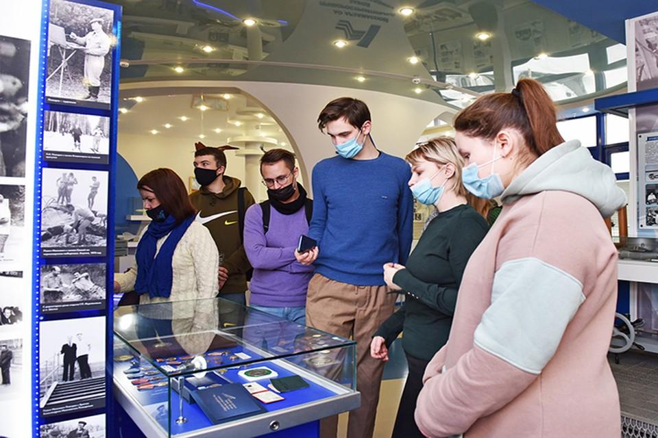 Музей истории Арзамасского приборостроительного завода посетили туристы и волонтеры отряда «ПромЭкскурсовод».