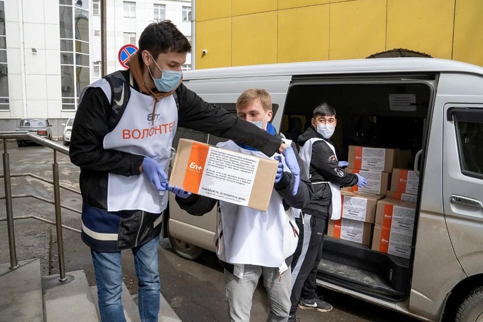 Весной была запущена волонтерская акция по доставке продуктов ветеранам. Фото: предоставлены пресс-службой